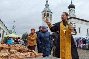 Blessing of food in Suzdal