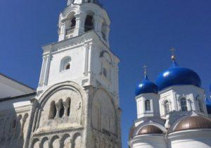 Chambre transversale et église de la Nativité