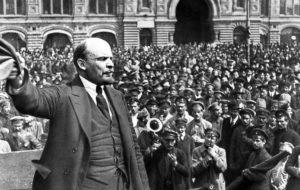Lénine s'adressant aux ouvriers révolutionnaires